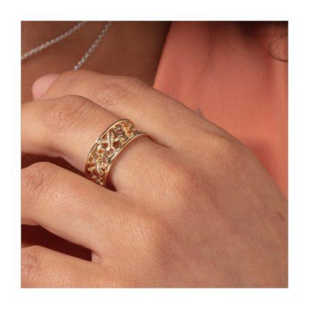 Beautiful Ring Honey Bee Honeycomb